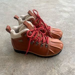 NWOT L.L.BEAN water proof hiking boots!!!!